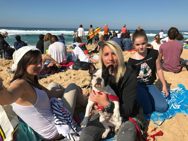 Lilly, Mel, Jade and their dog Chaplin from Marseille
